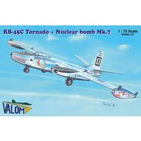 North American RB-45C Tornado + Mark 7 nuclear bomb  1/72 Valom 72122