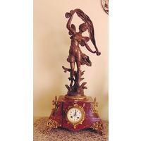Каминные старинные часы.