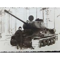 Танк Т-34 и танкист 1956 г