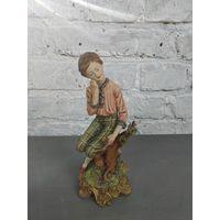 Статуэтка юноша с цветком фарфоровая статуэтка мальчик Capodimonte Италия Бисквит Роспись