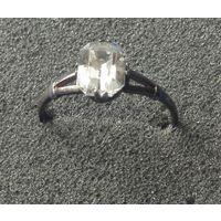 Кольцо 875  с белым камнем