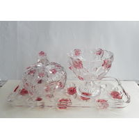 Нарядный набор из цветного рифленного стекла прозрачно-розовый . Поднос (35х15 ) , конфетница , вазочка с крышкой