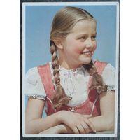 Улыбающаяся девочка. Германия 1950-е. Подписана