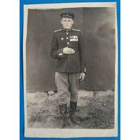 Фото офицера с наградами. 8х11 см