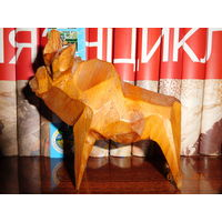 Фигурка (статуэтка) деревянная Зубр