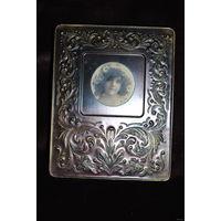 Жестяная рамка из бронзы либо под бронзу + с вклееной под низ её старинной французской открыткой.