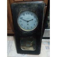 Часы Настенные Час 2 з - д Москва Корпус Натуральное дерево .    Аукцион