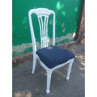 Кухонный стул массив, цвет белый.