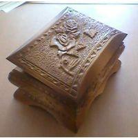 Шкатулка деревянная резная. Ручная  работа. Отличный подарок - сувенир. Эксклюзив. возможен обмен на книги