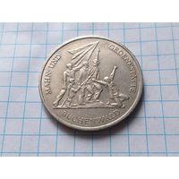 """Германия - ГДР 10 марок, 1972 Мемориал """"Бухенвальд"""" около Веймара"""