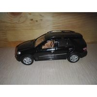 MERCEDES-BENZ  ML 500 (W164) 2005 Black.1/43.