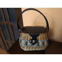 Женская сумочка плетёная родом из СССР.