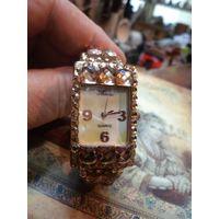 Часы дамские кварцевые