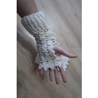 Вязаные ажурные белые митенки (перчатки)