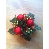 Красивая подставка под свечу в виде рождественского венка, диаметр 12 см.