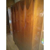 Винтажный шкаф полированное дерево Румыния