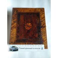 Старинная деревянная шкатулка с двойным дном и двумя потайными ящичками.Инкрустация деревом,замок,отделка замка и ручка,слоновая кость.XIX век.