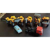 Набор тракторов с разным навесным оборудованием 1/50 Одним лотом.