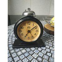 Редкий,старый будильник ОЧЗ 1955г. В хорошем состоянии .