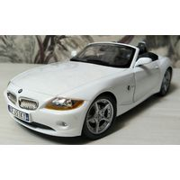 Модель 1:18   BMW Z4.   Bburago.