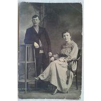 Фото мужчины и женщины. 9х14 см.