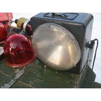 Советский фонарик на  4 батарейки с родным шнуром.Можно носить как в руках так и на шее . Также  можно и на гвоздик крепить.