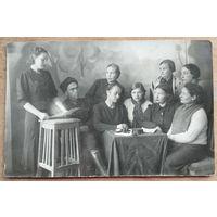Фото собрания партячейки. 1930-е. 8.5х13.5 см.