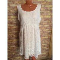 Очаровательное белое кружевное платье 52-54 размер. Смотрится очень красиво, хорошо тянется. За счет двухслойности скрывает недочеты фигурки. бу, в отличном состоянии. Длина 90 см. Обмен не интересует