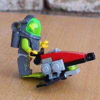Набор LEGO серия Atlantis с инструкцией (плавательный аппарат и человечек).