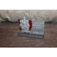 """Настольный сувенир СССР """"Брестская Крепость - Герой"""", высота 6,5 см."""