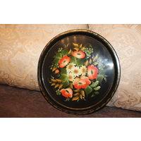 Металлический поднос, времён СССР, ручная роспись, диаметр 37 см., состояние на фото.