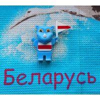 Носорог с Бело-Красно-Белым флагом Республики Беларусь в салон авто