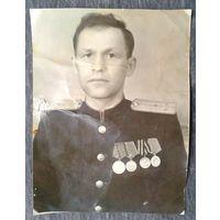 Фото ст.лейтенанта с наградами. 1940-е. 8х10 см