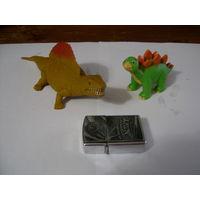 Два средних динозаврика