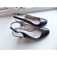 Фирменные итальянские туфли Alberto Zago на 37 размер. материал - натуральный лак шикарного качества. На ножке смотрятся очень стильно и удобны при носке. Носила совсем немного, не могу размер все так