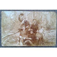 """Фото """"Мужчины на отдыхе"""". 1913 г. 8.5х13.5 см."""