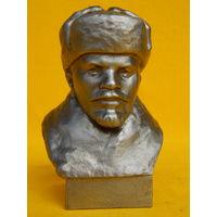 Ленин, высота 13см.