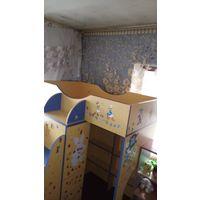 Детский комплекс: шкаф, кроватка, полочки для игрушек, матрас