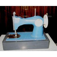 Детская швейная машинка из СССР