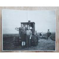 Трактористки. Фото 1958 г. 6х8 см.