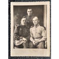 Фото советских солдат-победителей. 1940-е г. 9х12 см.