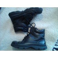 Ботинки кожаные женские зимние на натур. меху 40 р