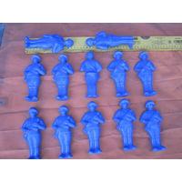 Пластмассовые фигурки советского солдата.Только вчера куплены  в СОВЕТСКОМ магазине! Цена за весь лот!
