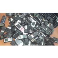 100 сотовых ,кнопочных,нерабочих телефонов. Лот-2