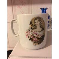 Чашка кружка с красивой дамой 250 мл Добруш ( не скол, какой-то небольшой производственный дефект на фото)