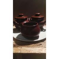 Фарфоровая тарелка- поднос с 3 глиняными горшочками  для запекания