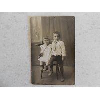 Фотография, мальчик и девочка в студии