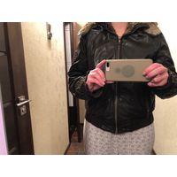 Продам женскую кожанную куртку с мехом размер M-L, цвет комбинированный