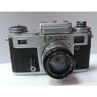"""Фотоаппарат """"Киев 4"""" С фото экспонометром, номер 8449140. Исправный. Нет ручки наматывания плёнки."""