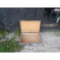 Старый деревянный ящик на замке, ключа нет. Размер 60х38х18.